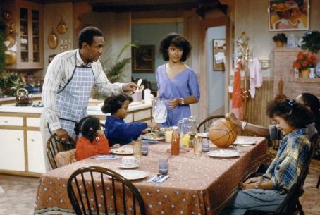 「天才老爹」比爾寇司比(Bill Cosby)飾演一位紐約的婦產科醫生 Cliff Huxtable,成功塑造「一代好爸爸」的形象,也樹立美國家庭類影集的「標準配備」:白領、3~5個小孩、上一代祖父母就住在附近等等。