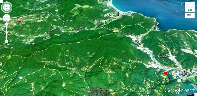 大坪國小位於萬里市區西邊的山區,在新北市 28-1 道路上,從萬里市區約需 15~20 分鐘車程。