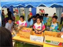 Alice 班級的食物全部袋裝,便於學生銷售,同時訴求環保,自備杯子買愛玉冰還有折扣~