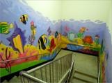 瑞柑國小的夢想屋(Dream World)教室外樓梯牆面繪有多彩的海底生物,十分討喜~