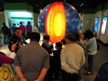 導覽志工證在介紹地球的構造~