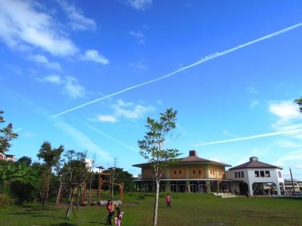 好天氣,我們也在慈心校園裡感染很特別、優質的教育風氣~
