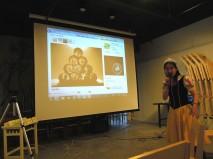 「白雪公主」姊姊正在介紹生活藝術的圖案,引導小朋友分享相關的生活經驗~