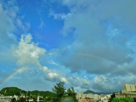 夏日午後常可見到跨越兩地的彩虹~(攝於基隆市八斗子漁港)