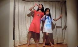 2A 姊妹在床頭演唱會引吭高歌~