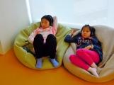 2A 在開放包廂中觀賞卡通《王子與公主》~
