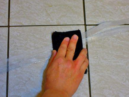 先將家電外包裝的捆繩繩圈刷洗乾淨~