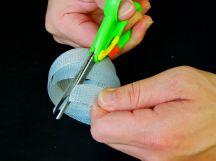 解開橡皮筋,將定型的繩圈末端修剪圓滑,以避免銳角傷人~