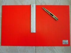 為了讓春聯可長可久,我們買了一片塑膠瓦楞板做為底板~