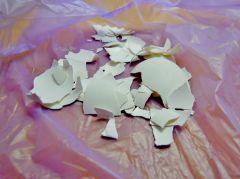 收集並且洗淨蛋殼,避免剝得太碎,以免難以撕除蛋殼內面的蛋膜~