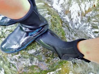讓我們一路無憂的防滑鞋,真是溯溪的關鍵裝備~