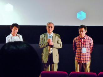 紀錄片《不被遺忘的孩子》導演(右)、育幼院院長(中)、製片(左)