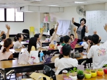 2014.07.20 有更多家長加入,大家一起決定第一次「09.28 教師節」主題的商品品項~